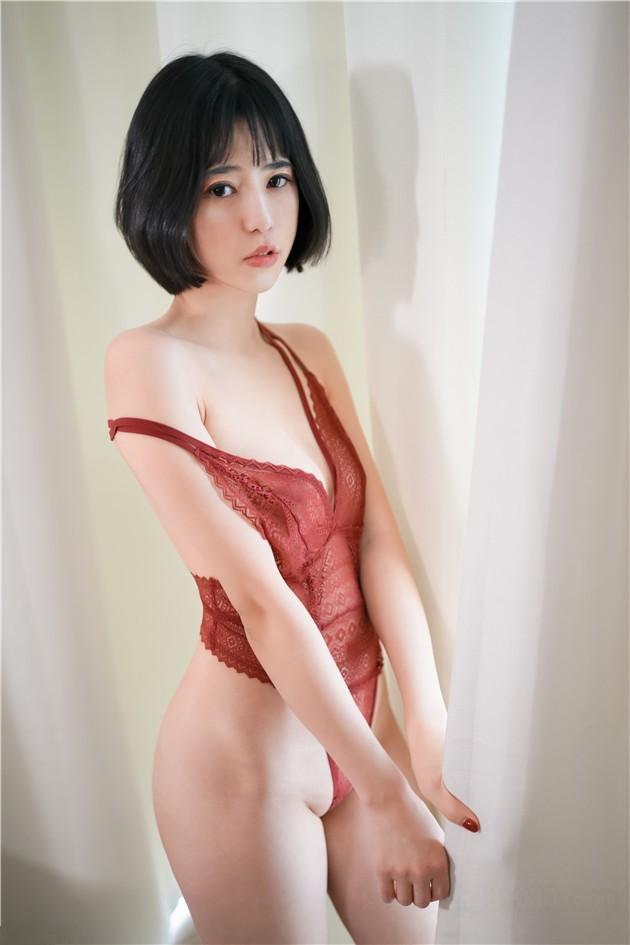 【線上x20】尾隨身材不錯的美女請吃飯KTV唱K裸舞跳的非常不錯